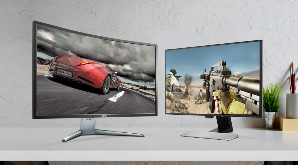Curved vs flat monitor